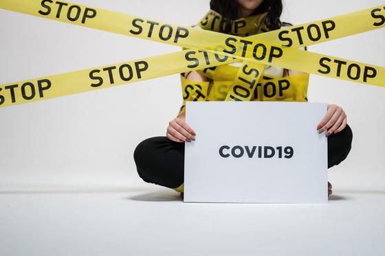 Британские ученые предупредили о новой волне COVID-19 зимой 2021 года