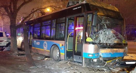 Массовое ДТП в Алматы: почему водитель троллейбуса потерял сознание, рассказали врачи