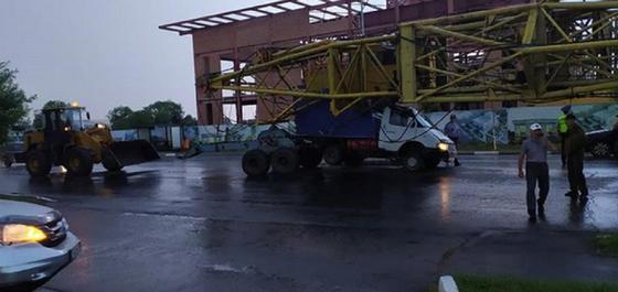Необычное ДТП произошло в Петропавловске: водитель скрылся (видео)