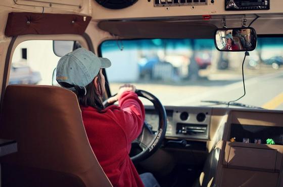 «Мужчины с юга – мне стыдно за вас»: астанчанку за рулем унижают приезжие