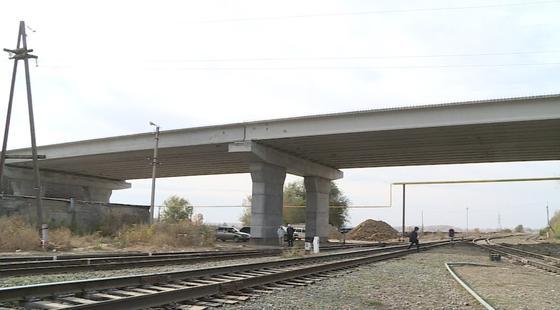 В Уральске строительство путепровода завершат на год раньше