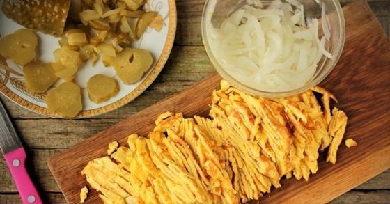 Салат с омлетом, ингредиенты