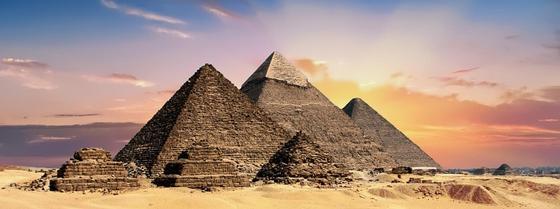 11 человек на воздушном шаре оказались в горах Египта