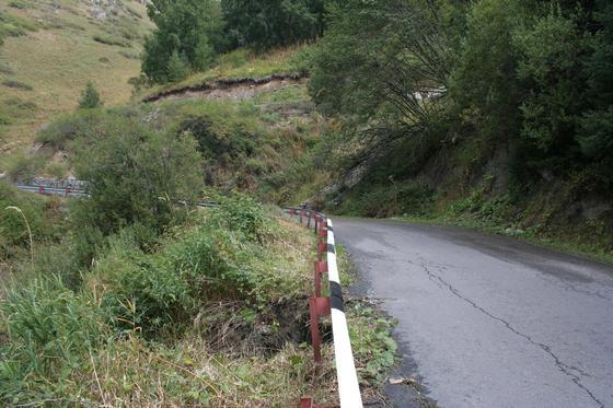 Алматинцы пожаловались на аварийное состояние дороги на БАО