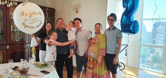 Дана и Айдын с детьми