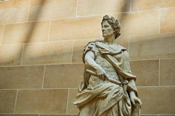 Статуя Юлия Цезаря