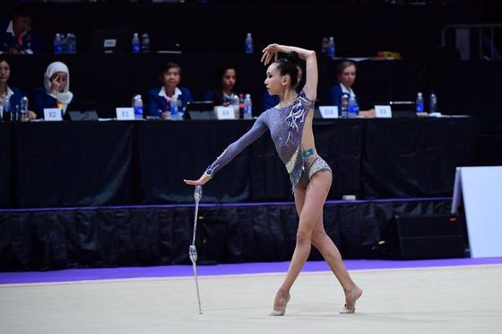 17-летняя гимнастка Адиля Тлекенова завоевала пять медалей на чемпионате Азии