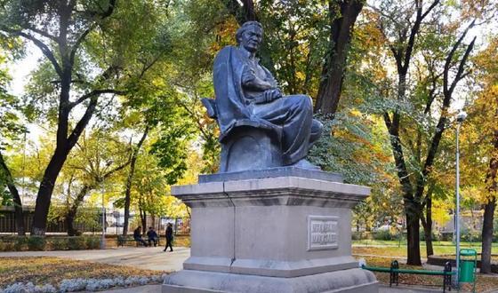 Памятник Мукагали Макатаеву