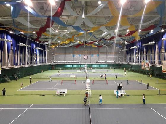 Оралдағы теннис орталығы