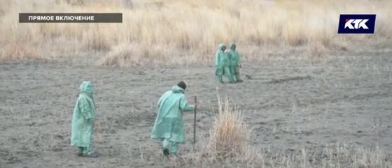 Как происходит поисковая операция на месте падения вертолета в Кызылординской области