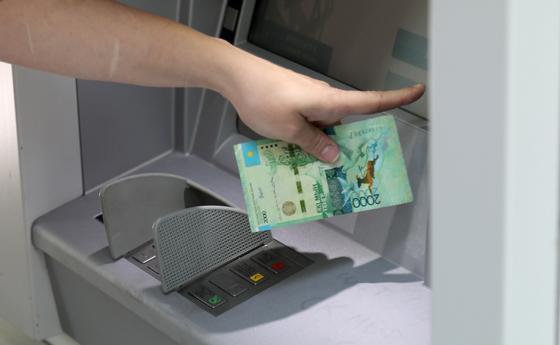 """Как вернуть """"проглоченную"""" банкоматом карту"""