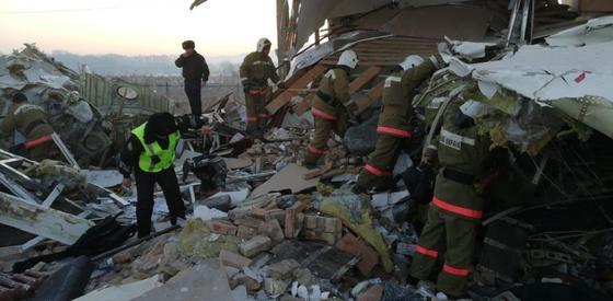 Число погибших при крушении самолета в Алматы увеличилось до 14