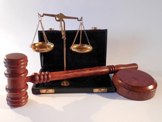 Весы, молоток, суд
