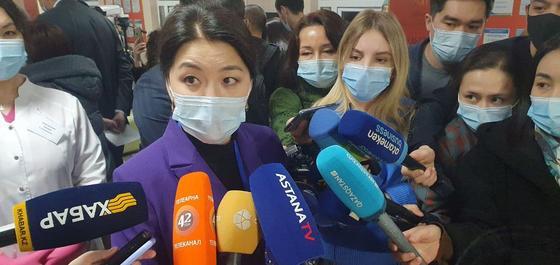 Ажар Гиният общается с журналистами