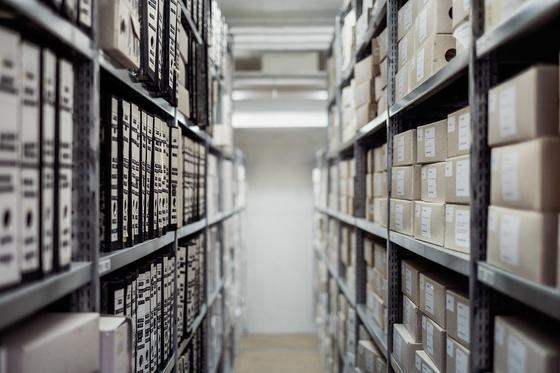 Стеллаж, папки, документы