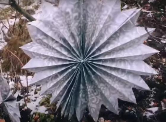 бумажная объемная снежинка-веер