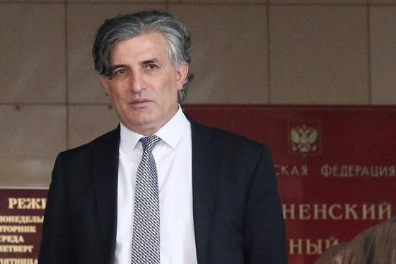 Эльман Пашаев около Пресненского суда