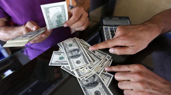 Курс доллара взлетел до 380 в обменниках
