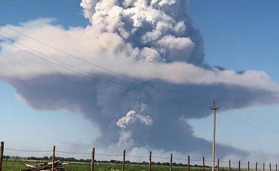 Около 40-50 взрывов произошло на складах воинской части в Арыси