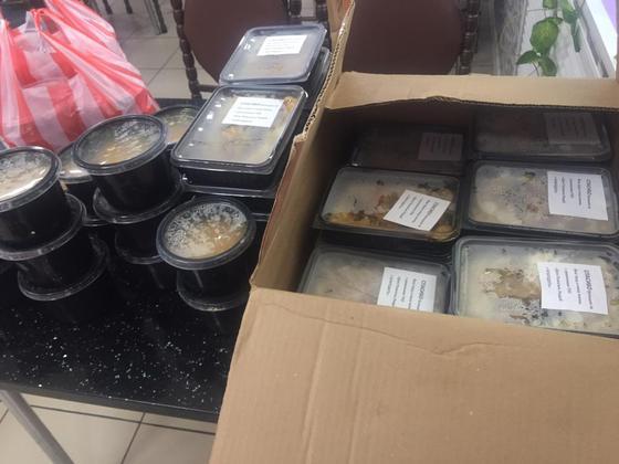 Ежедневную поставку горячего питания и воды для медиков организовали предпринимательницы из Караганды