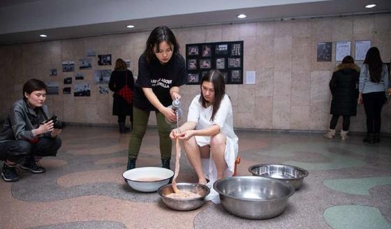 Скандал из-за голой девушки разразился в музее Бишкека
