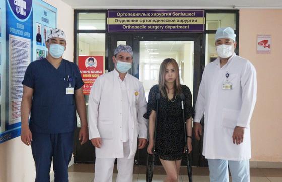 Мадина с врачами больницы