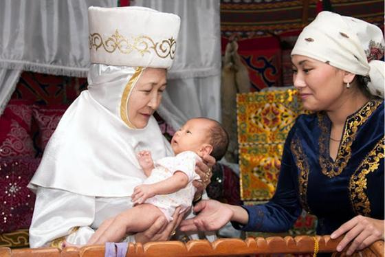 Женщины с младенцем