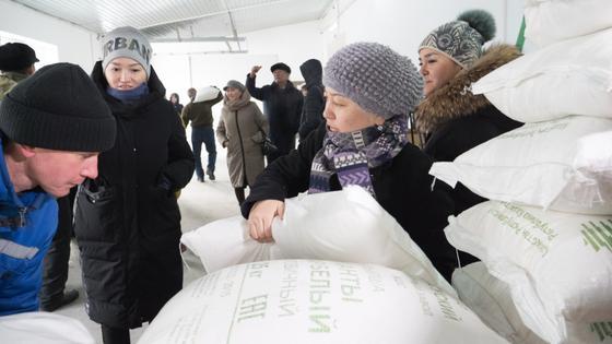 В Талдыкоргане раздали тонну сахара нуждающимся