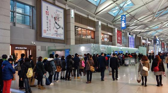 Нелегально работавшие в Южной Корее казахстанцы возвращаются в Казахстан