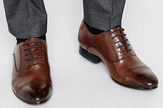 Коричневые мужские туфли 2021