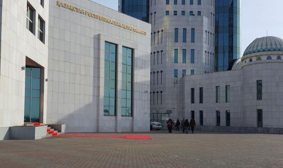 Назарбаев ушел в отставку: Касым-Жомарт Токаев вступает в должность президента (онлайн)