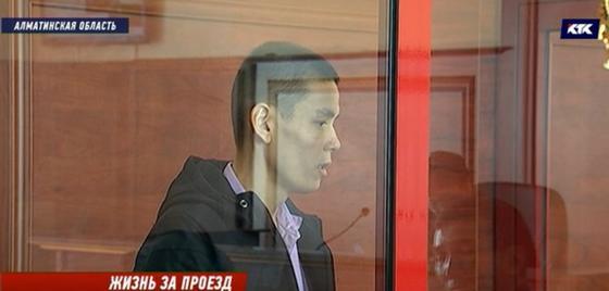 Таксист рассказал суду, откуда на теле клиентки появились ножевые ранения
