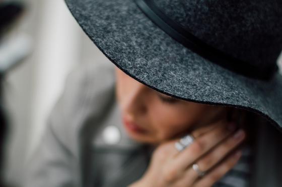 """""""Первый муж умер от рака, второй повесился"""": казахстанка считает себя проклятой"""