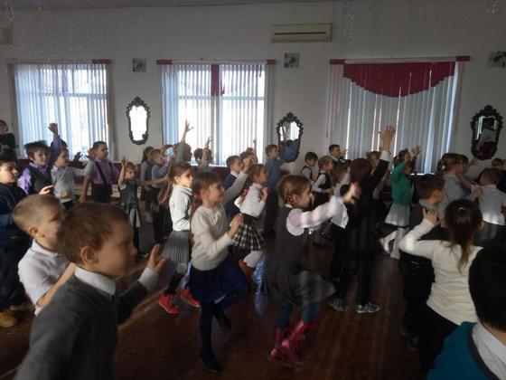 Физминутки для начальных классов в стихах: комплекс с прыжками