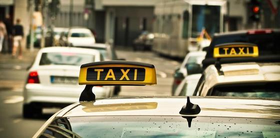 Выдавать чеки обяжут нелегальных таксистов со следующего года
