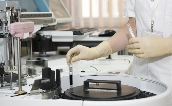 Почему тесты на коронавирус не всегда показывают точный результат, рассказали в минздраве
