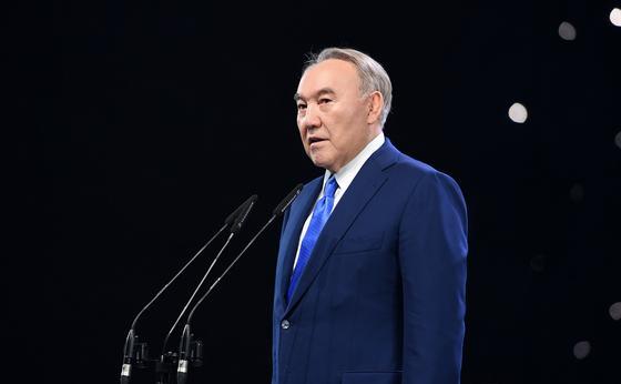 Назарбаев поздравил православных казахстанцев с Пасхой