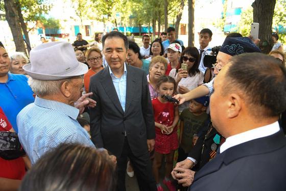 """Сагинтаев поручил показывать ему в Алматы """"не то, что красиво, а проблемные места"""""""