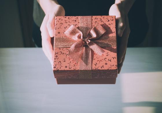 Как оформить подарок мужчине?