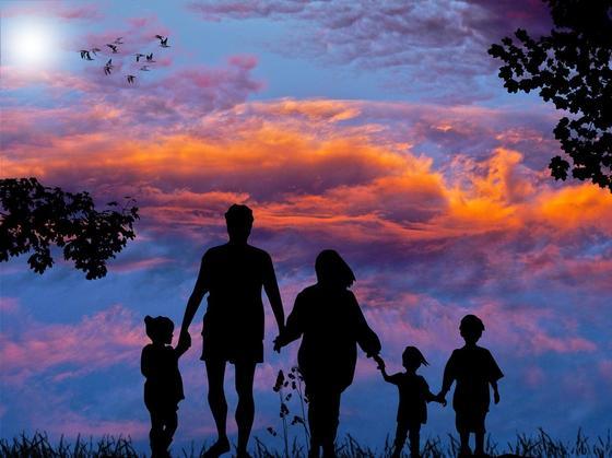 Силуэты родителей и детей