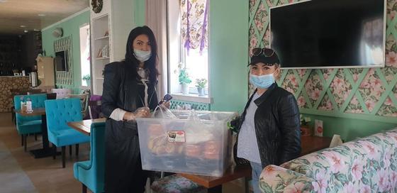 Волонтеры клуба добряков Актау организовали горячее питание для стражей порядка на посту