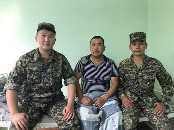 Военнослужащие Нацгвардии спасли жизнь мужчине, потерявшему сознание на улице в Актобе