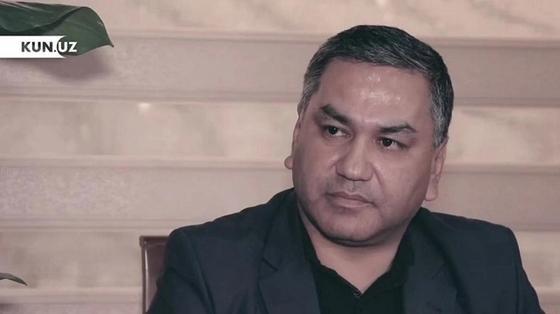 Узбекский чиновник пересадил молодоженов на такси, когда их увидел роскошный кортеж