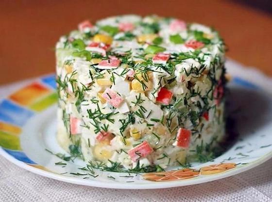 Салат с крабовыми палочками и рисом: рецепт