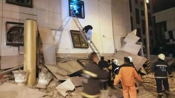 Землетрясение на Тайване: двое погибших, более 100 раненых