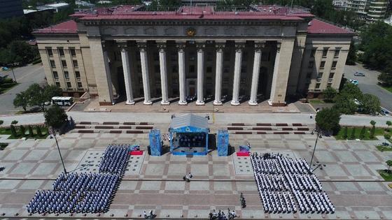 Мадина Садвакасова, Али Окапов, Беркут: грандиозный концерт устроили для полицейских Алматы