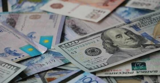 Доллар восьмой день падает в цене в Казахстане