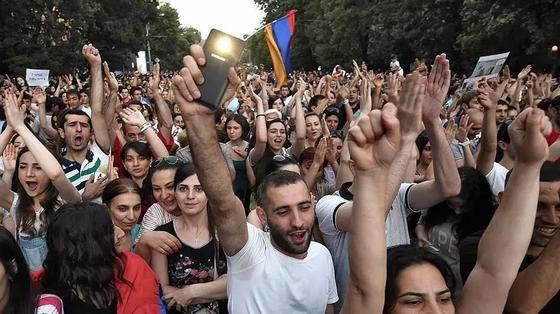 Протесты в Армении: встреча лидера оппозиции с премьер-министром сорвалась