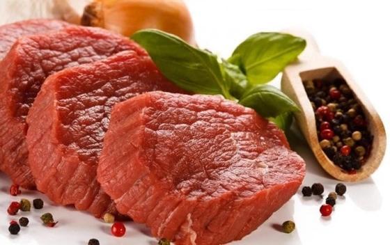 Мясо в духовке с картошкой, помидорами и сыром