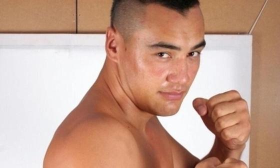 Казахстанский супертяжеловес в первом раунде уложил украинского боксера (видео)